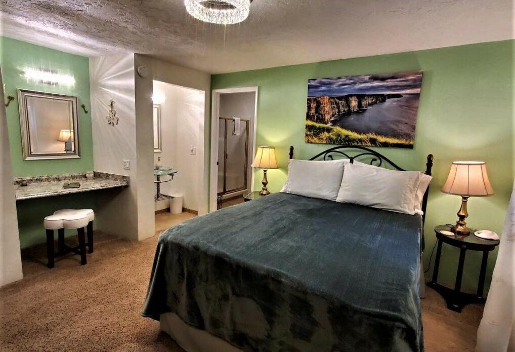 The Irish Suite, Misty Valley Inn